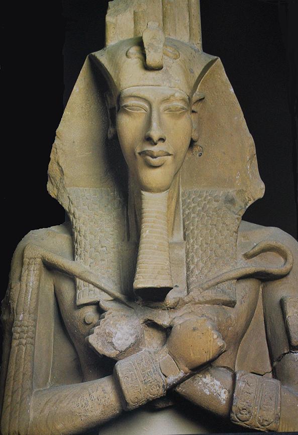 Akhenaten Gempaaten statue in crossed arm pose.