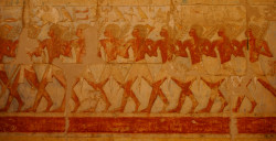 """All these feet are right feet: the most telling feature of a foot is the arch, and therefore conveys the idea """"foot."""" The Egyptian artist's purpose was to convey the key information about something, not to picture it with photographic accuracy."""
